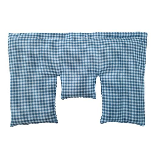 Krční polštářek z třešňových pecek, modrý s puntíky, 40 x 25 cm